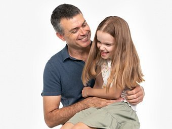 Dad & child sitting in Coogee Kids photo session with white studio background