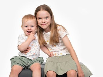 Two sisters sitting in Coogee Kids photo session Sydney